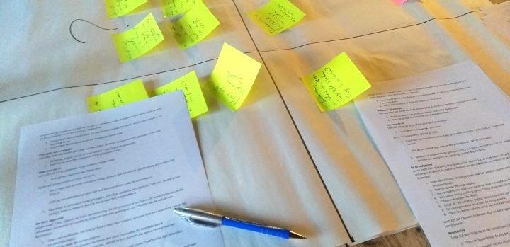 Een papieren model van de app